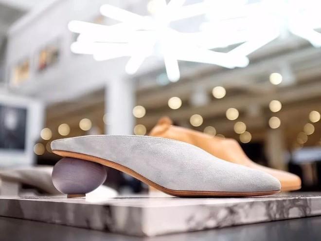 Ngoài Zara và H&M, các nàng công sở có thể tìm được những mẫu giày dép với đủ mọi giá tiền từ 6 thương hiệu này  - Ảnh 7.