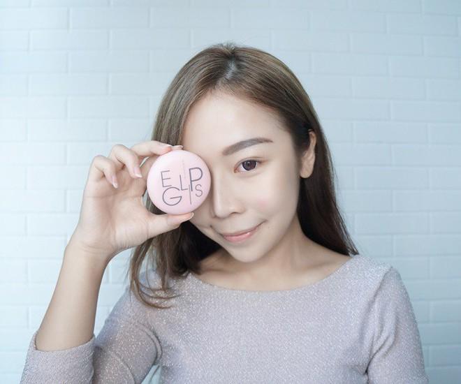 Hóa ra để có da mặt căng bóng mà vẫn ráo mịn, thì các quý cô xứ Hàn còn dùng thêm loại phấn này - Ảnh 7.