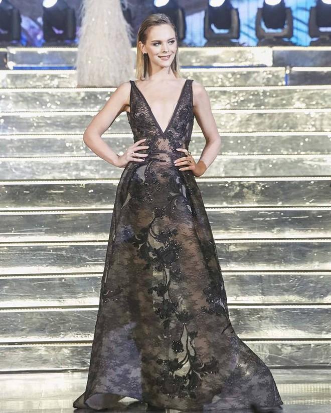 Cuối cùng thì Á hậu chuyển giới cũng diện trang phục mới sau 3 lần mặc lại một chiếc váy - Ảnh 1.