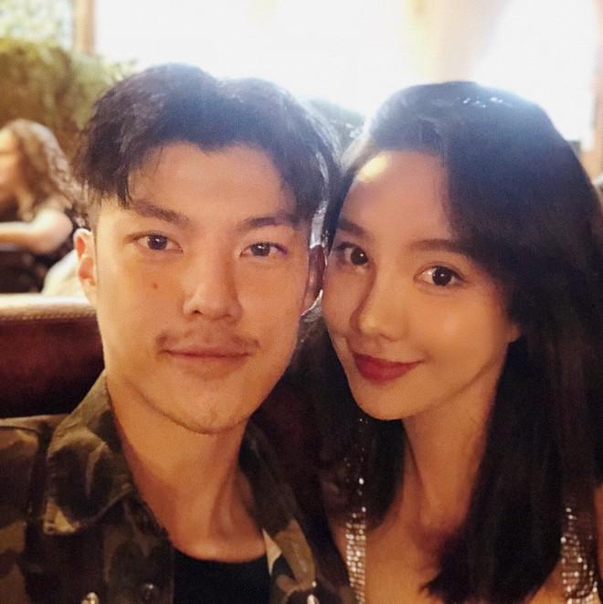 Con gái tỷ phú Trung Quốc: Ở nhà làm công chúa ngập trong đồ hiệu, lấy chồng đổi ngôi... lên nữ hoàng - Ảnh 22.