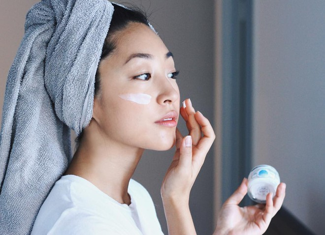 5 bí kíp bạn nên thuộc nằm lòng để hạn chế da bóng dầu nhớp nháp trong tiết trời ẩm ương - Ảnh 5.