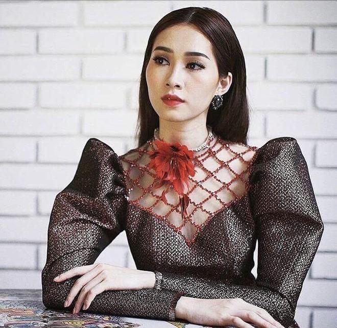 Hương Giang và 2 nàng Hoa hậu khác cùng so bì nhan sắc trong 1 thiết kế váy, và kết quả đúng là bất phân thắng bại - Ảnh 4.