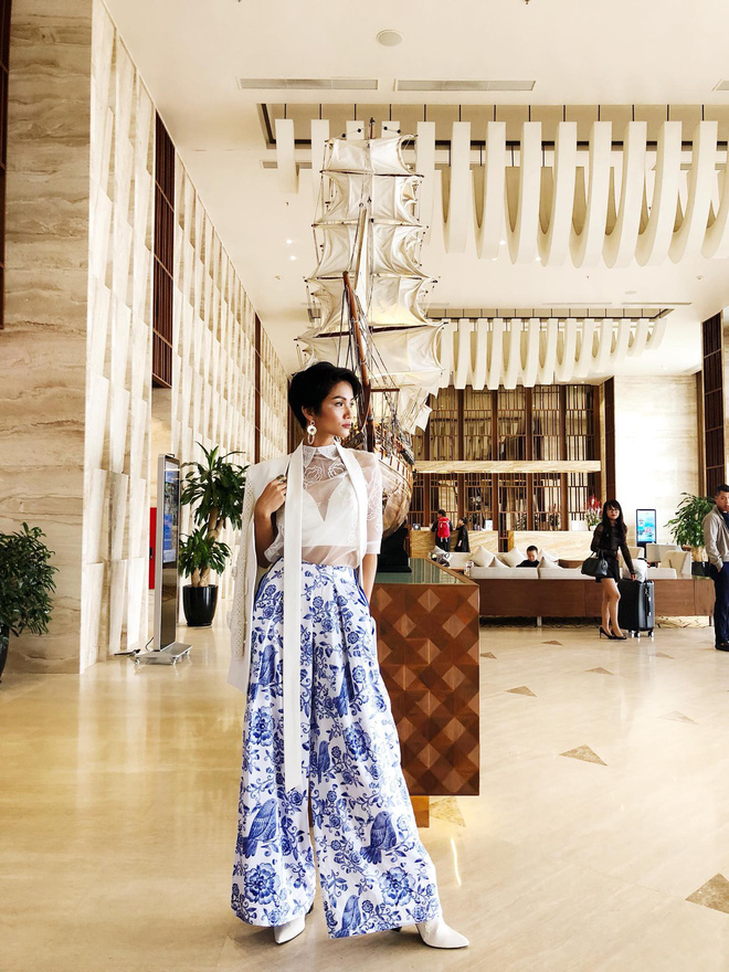 Đi giày tróc da nhưng Hoa hậu HHen Niê vẫn tự tin với thần thái ngút ngàn - Ảnh 1.