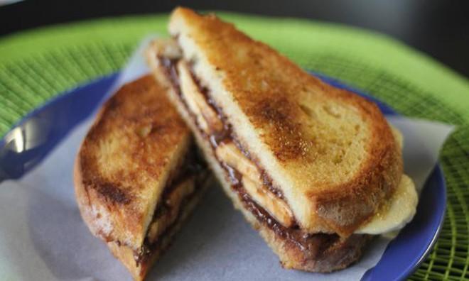 Dù không có máy bạn vẫn có thể làm được bánh mì sandwich nướng giòn rụm, thơm lừng - Ảnh 4.