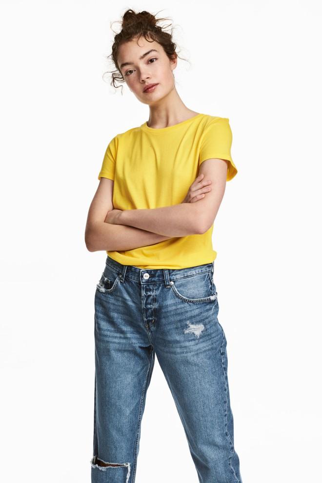 Màu vàng đang chiếm sóng khắp nơi, Zara và H&M cũng cho ra mắt loạt áo váy với giá chưa đến 1 triệu đây này! - Ảnh 3.