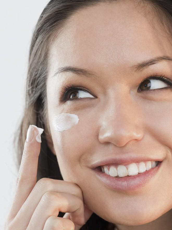 Diệt gọn bọng mắt, quầng thâm với loại mặt nạ đơn giản từ cà phê và sữa chua - Ảnh 3.
