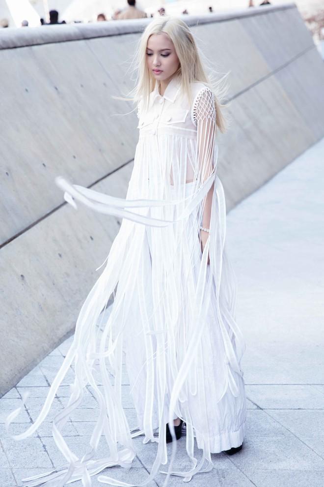Có vẻ như Seoul Fashion Week năm nay, Việt Nam chỉ có Fung La đơn thương độc mã góp mặt - Ảnh 1.