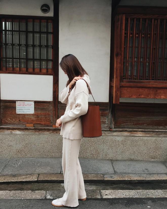 4 kiểu túi hot nhất mùa Xuân/Hè mà bạn nên sắm để diện đồ đẹp hơn và chụp hình chuẩn Hàn hơn - Ảnh 11.