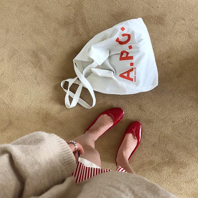 4 kiểu túi hot nhất mùa Xuân/Hè mà bạn nên sắm để diện đồ đẹp hơn và chụp hình chuẩn Hàn hơn - Ảnh 12.