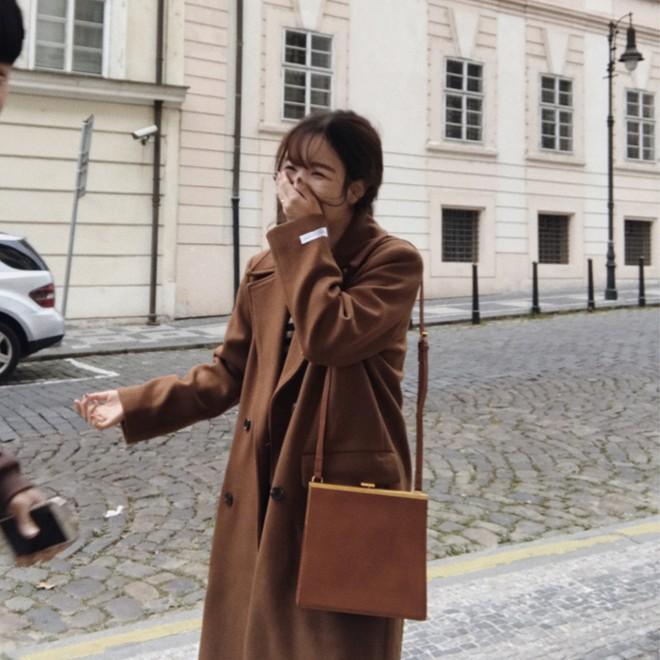 4 kiểu túi hot nhất mùa Xuân/Hè mà bạn nên sắm để diện đồ đẹp hơn và chụp hình chuẩn Hàn hơn - Ảnh 4.