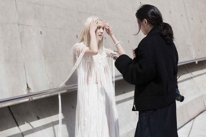 Có vẻ như Seoul Fashion Week năm nay, Việt Nam chỉ có Fung La đơn thương độc mã góp mặt - Ảnh 4.