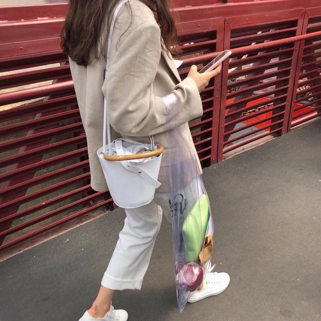 4 kiểu túi hot nhất mùa Xuân/Hè mà bạn nên sắm để diện đồ đẹp hơn và chụp hình chuẩn Hàn hơn - Ảnh 8.