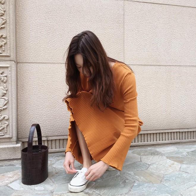 4 kiểu túi hot nhất mùa Xuân/Hè mà bạn nên sắm để diện đồ đẹp hơn và chụp hình chuẩn Hàn hơn - Ảnh 10.