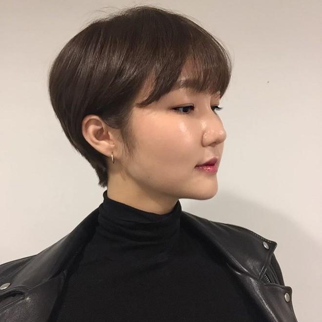 Loạt quý cô Hàn Quốc đã hack tuổi nhờ kiểu tóc tém mái lưa thưa này - Ảnh 6.