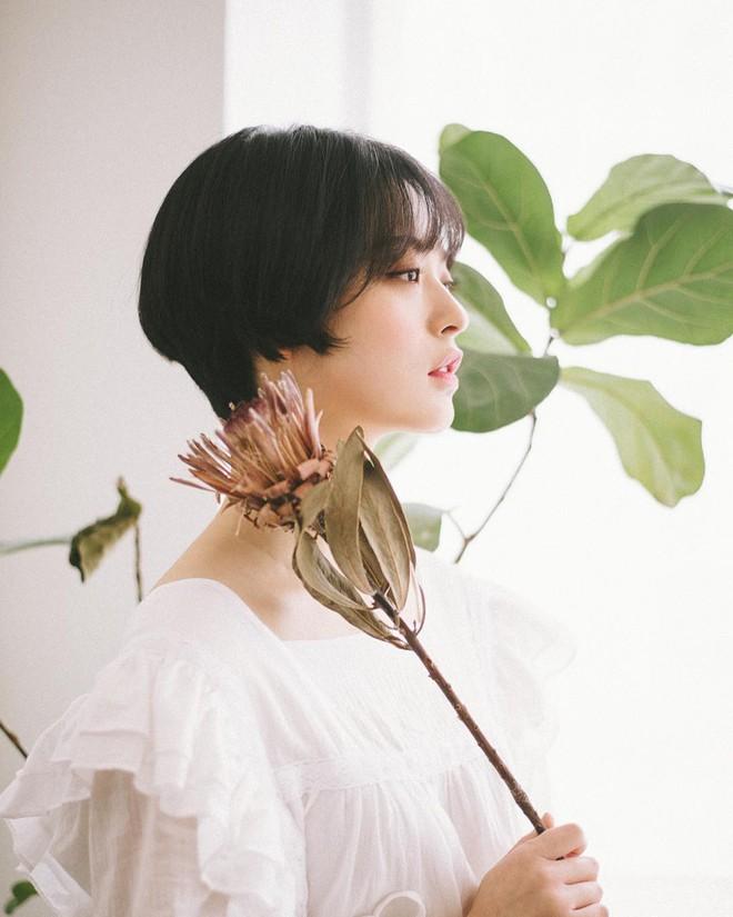 Loạt quý cô Hàn Quốc đã hack tuổi nhờ kiểu tóc tém mái lưa thưa này - Ảnh 7.