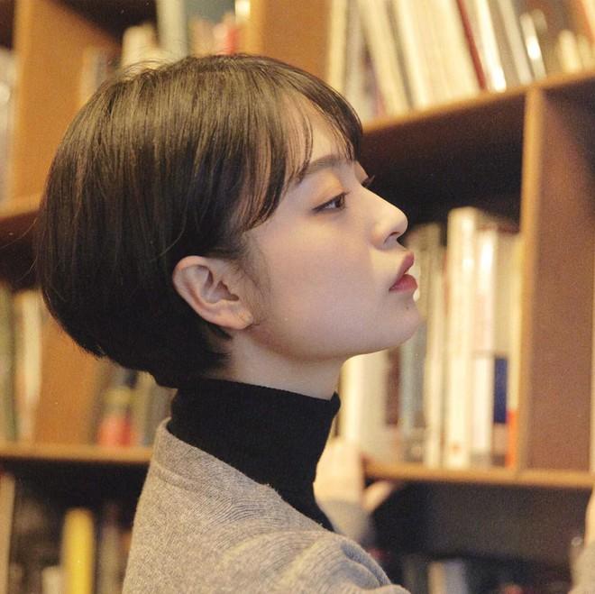Loạt quý cô Hàn Quốc đã hack tuổi nhờ kiểu tóc tém mái lưa thưa này - Ảnh 8.