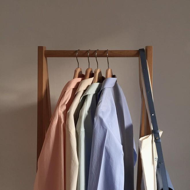 Sơ mi màu pastel - chiếc áo cực yêu mà các fan của áo sơ mi không thể không sắm mùa Xuân/Hè này - Ảnh 1.