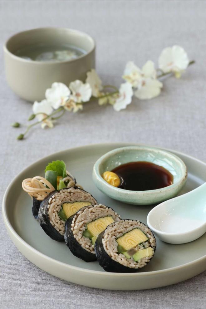 Bữa trưa lạ miệng với mì cuộn rong biển - Ảnh 6.