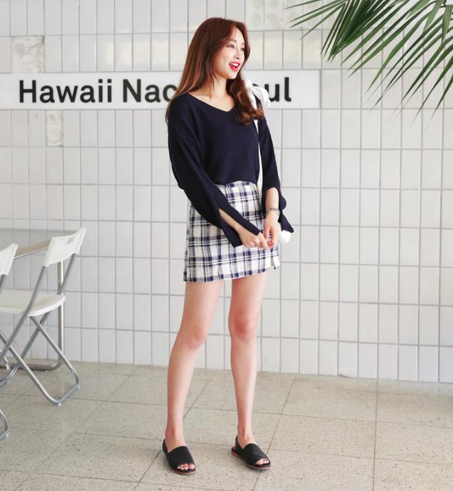Các nàng đã biết cách kết hợp đúng quần và váy với 5 kiểu giày dép hot nhất hè này chưa - Ảnh 25.