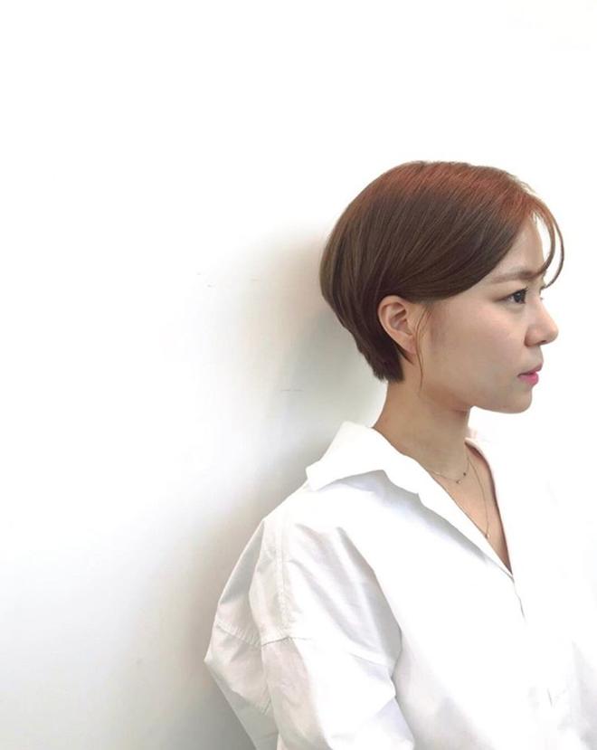 Loạt quý cô Hàn Quốc đã hack tuổi nhờ kiểu tóc tém mái lưa thưa này - Ảnh 12.