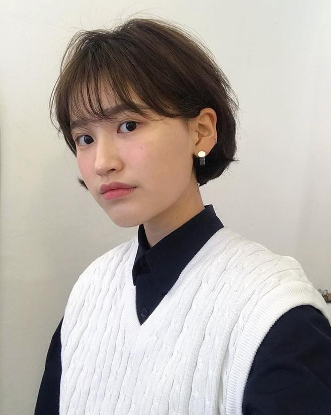 Loạt quý cô Hàn Quốc đã hack tuổi nhờ kiểu tóc tém mái lưa thưa này - Ảnh 17.