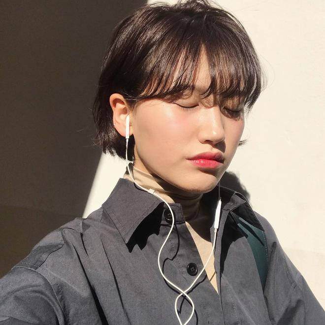 Loạt quý cô Hàn Quốc đã hack tuổi nhờ kiểu tóc tém mái lưa thưa này - Ảnh 18.