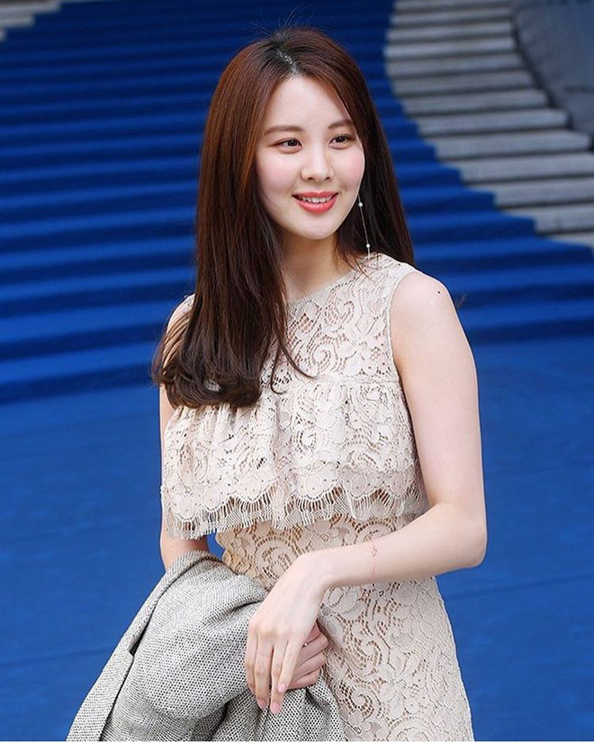 Em út Seohuyn lộ mặt kém sắc, gượng gạo tại Tuần lễ thời trang Seoul - Ảnh 5.