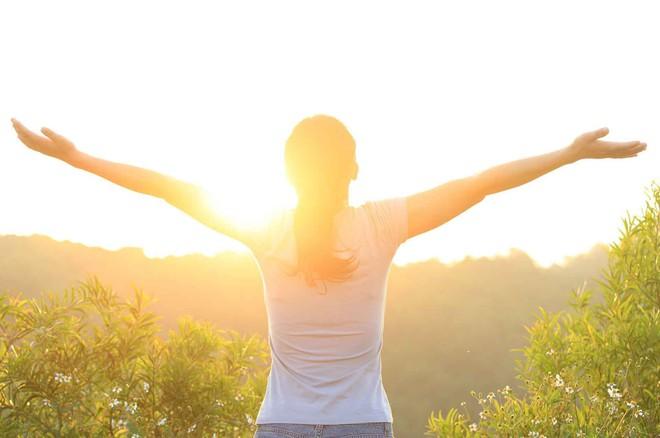 Việc giảm cân sẽ trở nên đơn giản hơn nhiều nếu bạn rèn luyện những thói quen buổi sáng sau - Ảnh 4.