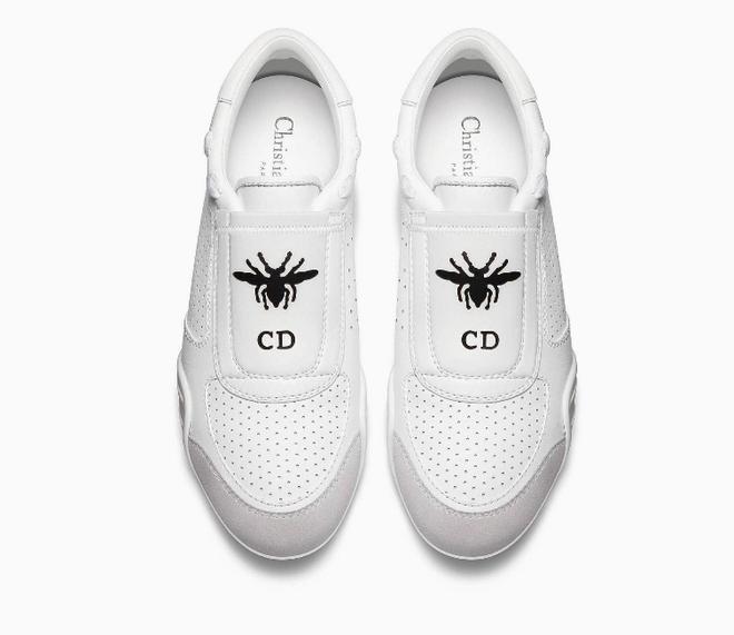 Có ai chào hè hoành tráng như Mai Phương Thúy, chi cả trăm triệu để sắm 2 đôi dép lê cùng loạt giày túi  - Ảnh 5.