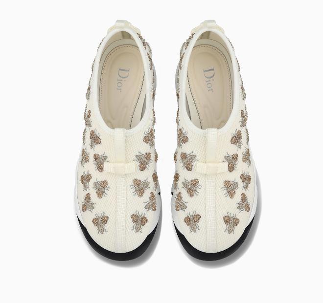 Có ai chào hè hoành tráng như Mai Phương Thúy, chi cả trăm triệu để sắm 2 đôi dép lê cùng loạt giày túi  - Ảnh 7.