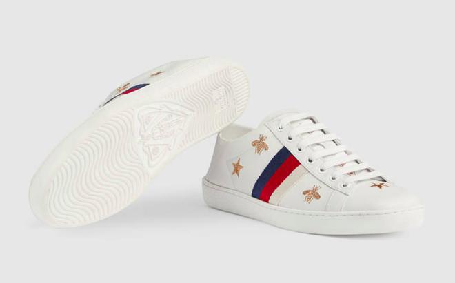 Có ai chào hè hoành tráng như Mai Phương Thúy, chi cả trăm triệu để sắm 2 đôi dép lê cùng loạt giày túi  - Ảnh 10.