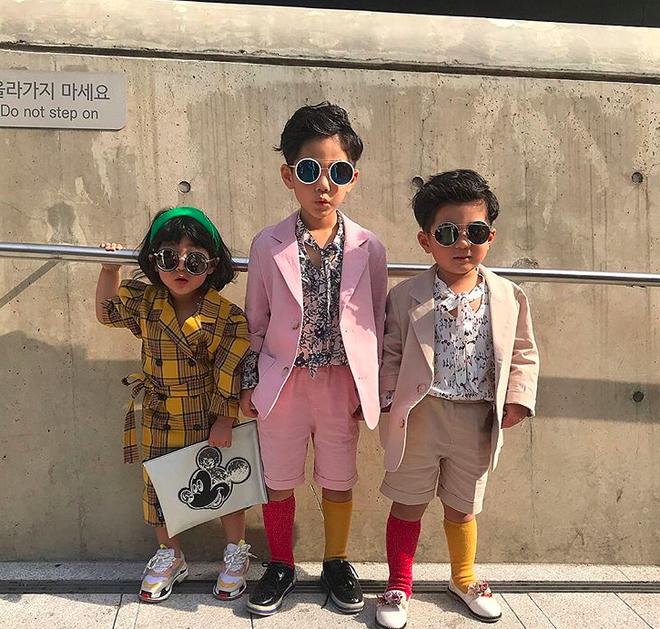 Đến hẹn lại lên, loạt nhóc tì khuấy đảo Tuần lễ Thời Trang Seoul 2018 với loạt street style cực chất cùng thần thái pose ảnh còn hơn cả người lớn  - Ảnh 13.