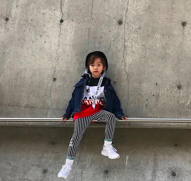 Đến hẹn lại lên, loạt nhóc tì khuấy đảo Tuần lễ Thời Trang Seoul 2018 với loạt street style cực chất cùng thần thái pose ảnh còn hơn cả người lớn  - Ảnh 18.