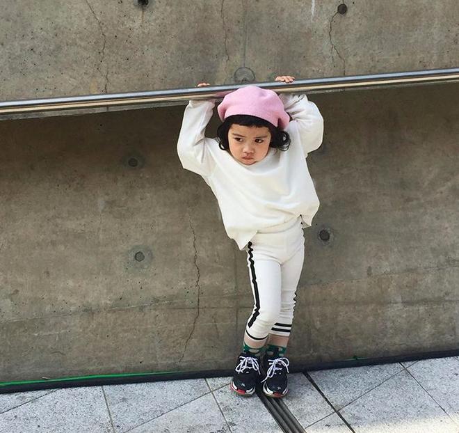 Đến hẹn lại lên, loạt nhóc tì khuấy đảo Tuần lễ Thời Trang Seoul 2018 với loạt street style cực chất cùng thần thái pose ảnh còn hơn cả người lớn  - Ảnh 27.