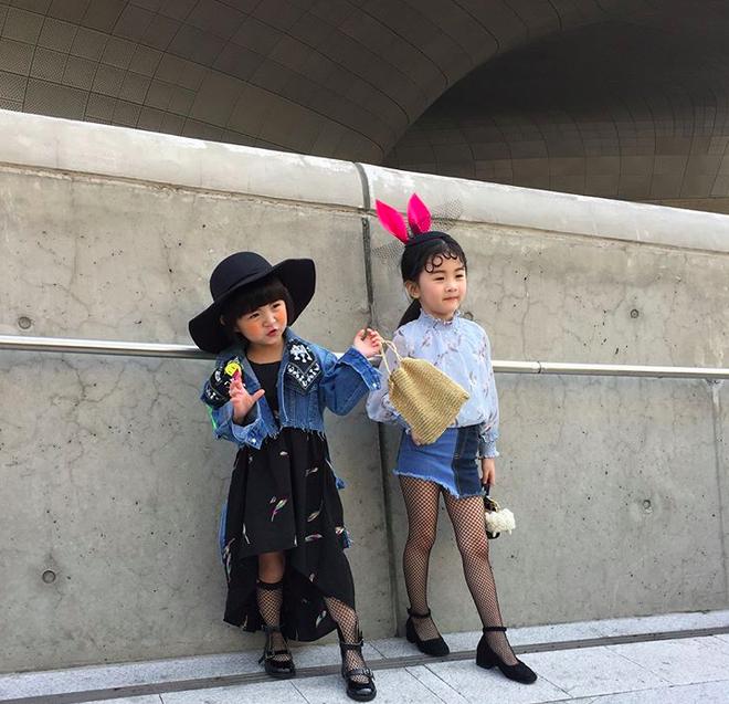 Đến hẹn lại lên, loạt nhóc tì khuấy đảo Tuần lễ Thời Trang Seoul 2018 với loạt street style cực chất cùng thần thái pose ảnh còn hơn cả người lớn  - Ảnh 29.