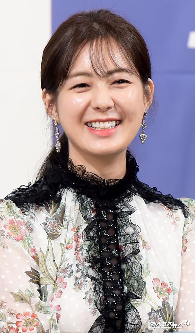 Chắc chắn bạn sẽ phải dụi mắt vài lần nếu biết tuổi thật của nhữngbảo bối nhan sắc U40 tại showbiz Hàn - Ảnh 31.
