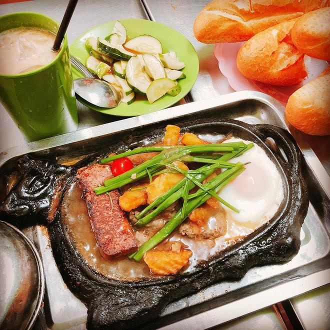Check list 4 món bánh mì quen thuộc, ăn dễ ghiền của Việt Nam - Ảnh 7.