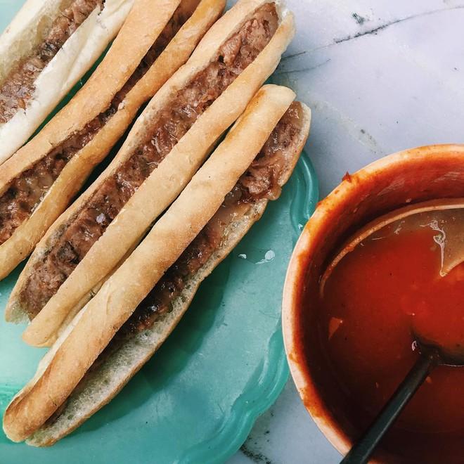 Check list 4 món bánh mì quen thuộc, ăn dễ ghiền của Việt Nam - Ảnh 2.