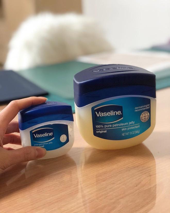 Chỉ với Vaseline và toàn đồ đơn giản, đây là cách khiến mũi láng bóng mịn màng được nhiều cô nàng truyền tai nhau - Ảnh 1.