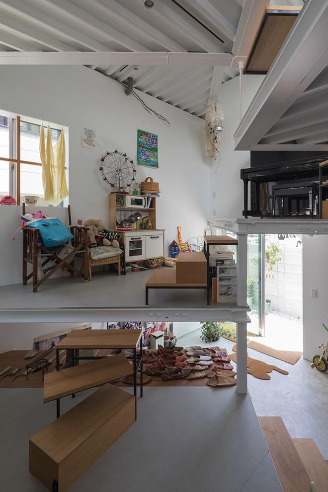 Ngôi nhà nhỏ 2 tầng nhưng có tới 13 không gian riêng nhờ thiết kế thông minh và ấn tượng của KTS người Nhật - Ảnh 8.