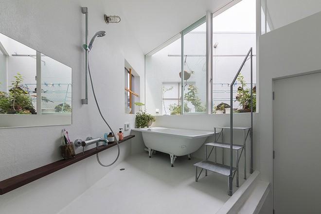 Ngôi nhà nhỏ 2 tầng nhưng có tới 13 không gian riêng nhờ thiết kế thông minh và ấn tượng của KTS người Nhật - Ảnh 10.