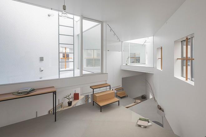 Ngôi nhà nhỏ 2 tầng nhưng có tới 13 không gian riêng nhờ thiết kế thông minh và ấn tượng của KTS người Nhật - Ảnh 9.