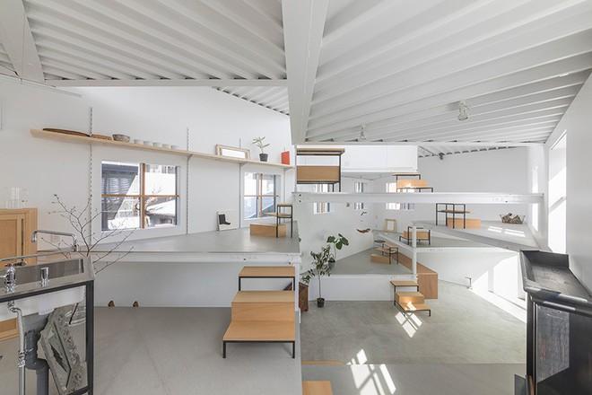Ngôi nhà nhỏ 2 tầng nhưng có tới 13 không gian riêng nhờ thiết kế thông minh và ấn tượng của KTS người Nhật - Ảnh 5.
