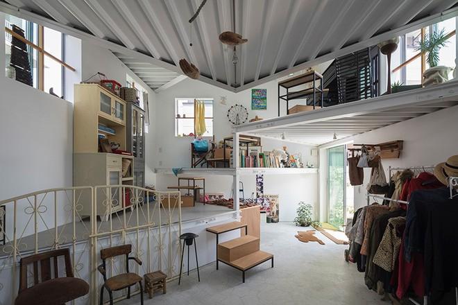 Ngôi nhà nhỏ 2 tầng nhưng có tới 13 không gian riêng nhờ thiết kế thông minh và ấn tượng của KTS người Nhật - Ảnh 3.