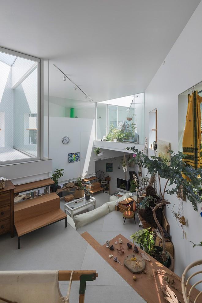 Ngôi nhà nhỏ 2 tầng nhưng có tới 13 không gian riêng nhờ thiết kế thông minh và ấn tượng của KTS người Nhật - Ảnh 7.