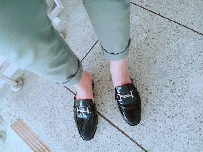 Không phải sneaker hay cao gót lênh khênh, giày khuyết gót là món đồ nàng công sở cần sắm ngay trong hè này - Ảnh 24.