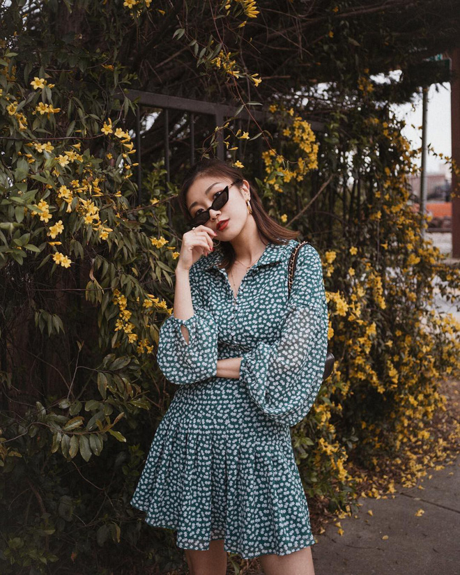 Sơmi cách điệu + quần jeans: quý cô châu Á đang khởi động mùa hè bằng combo điệu đà mà năng động này - Ảnh 15.