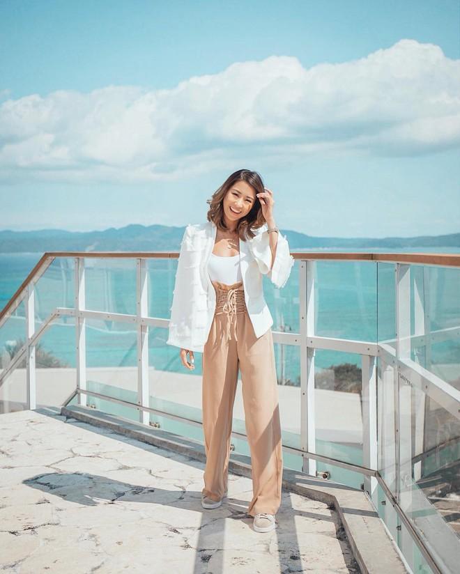 Sơmi cách điệu + quần jeans: quý cô châu Á đang khởi động mùa hè bằng combo điệu đà mà năng động này - Ảnh 6.