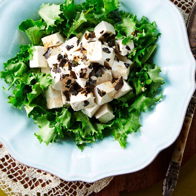 Chỉ 5 phút có ngay đĩa salad đậu hũ giúp thon dáng đẹp da - Ảnh 7.