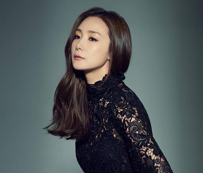 Choi Ji Woo, Song Hye Kyo, Thư Kỳ, Lâm Chí Linh, Từ Nhược Tuyên..., những mỹ nhân bình tĩnh sống chờ hạnh phúc kẹt xe tới đón - Ảnh 3.
